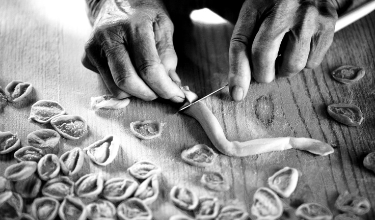 holiday-destinations-experience-learn-to-make-Orecchiette-in-puglia