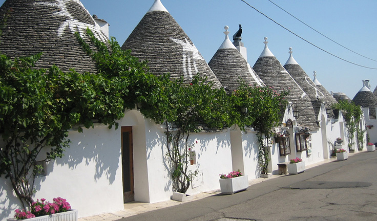 holiday-destinations-puglia-Trullo-along-the-street