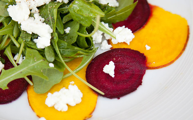 Salad-Rocket-goats-cheese-and-beetroot