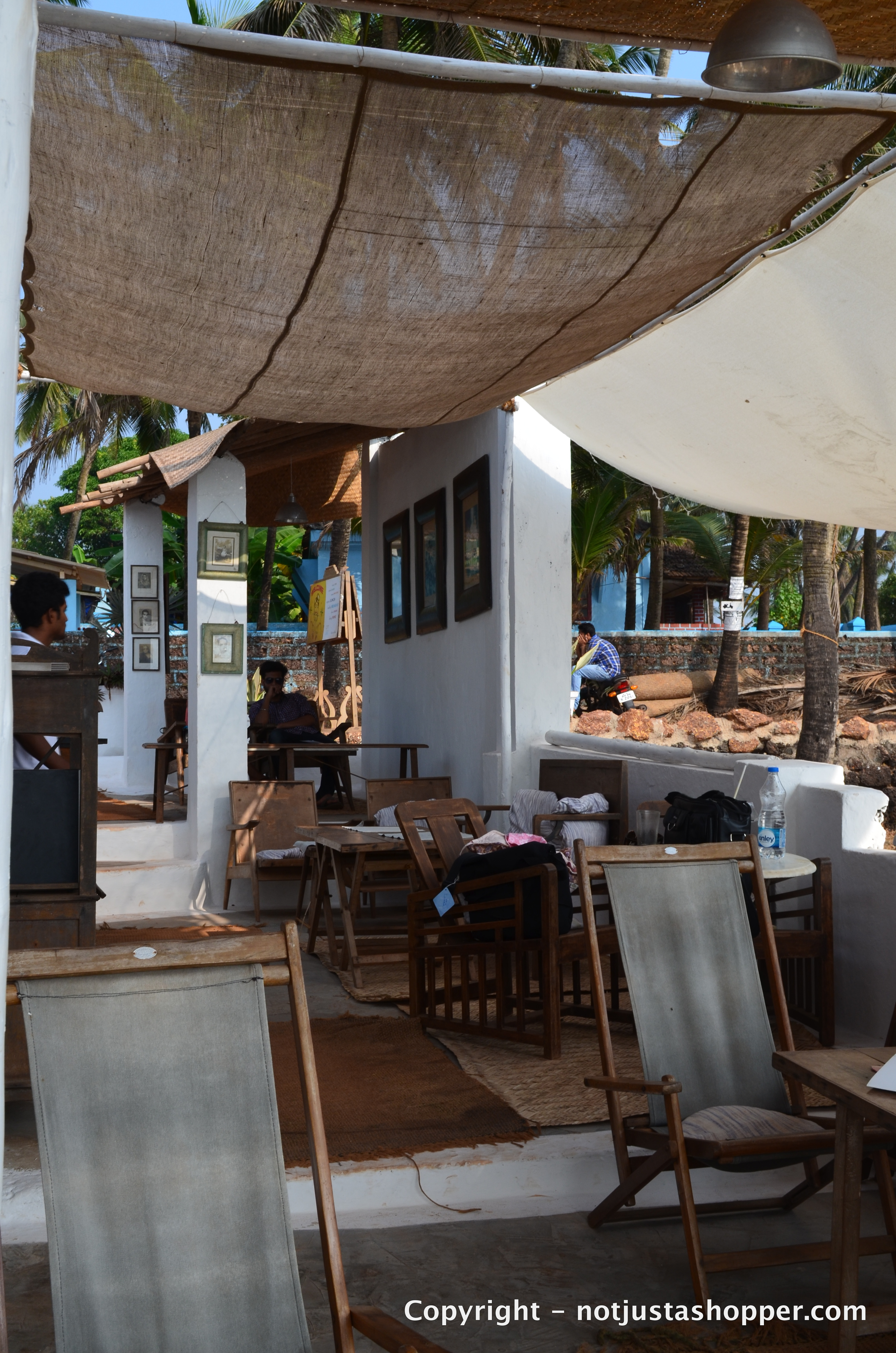 om-made-cafe-anjuna-goa