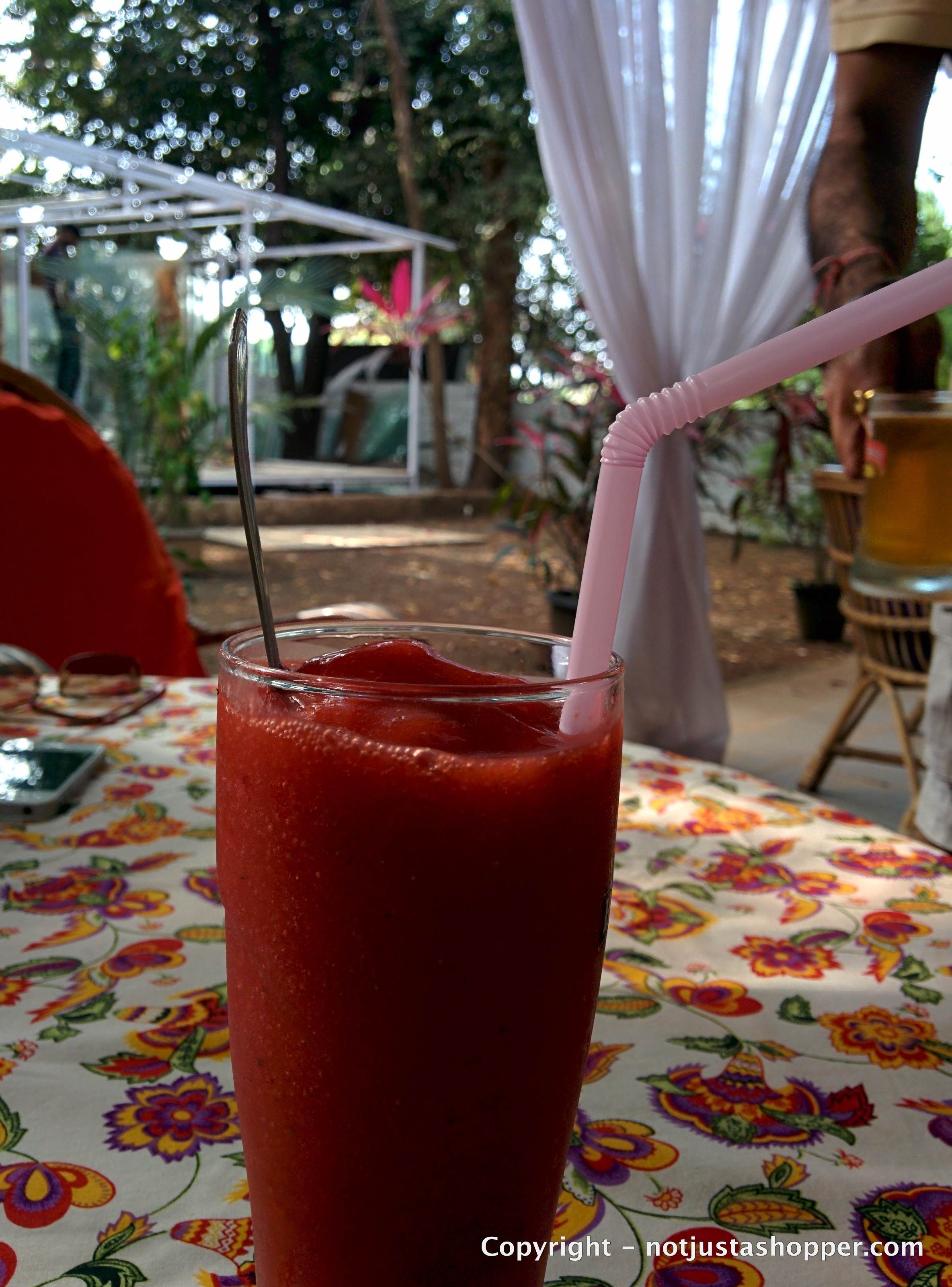 fresh-strawberries-slush-lila-cafe-goa