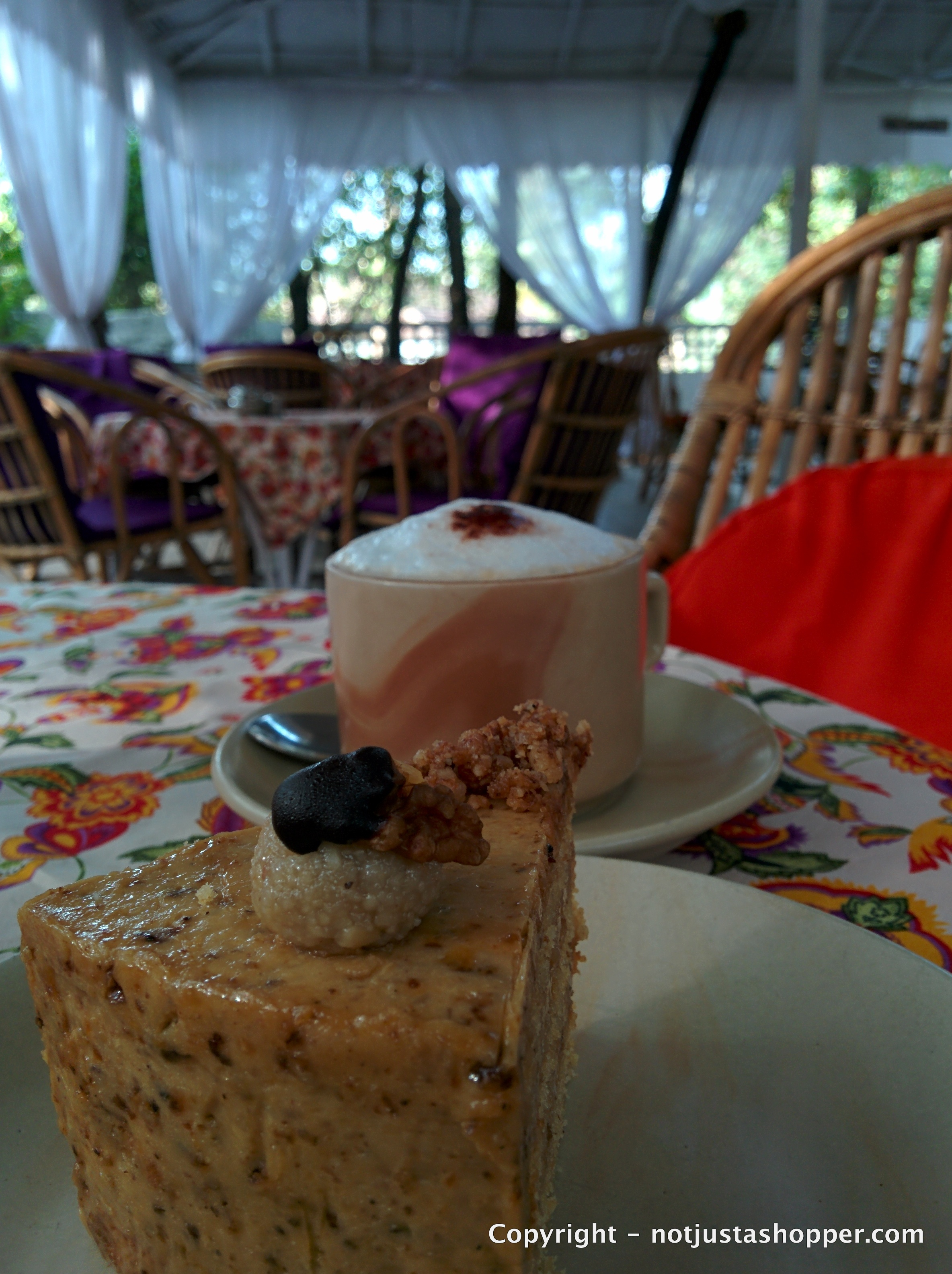 coffee-walnut-cake-lila-cafe-goa