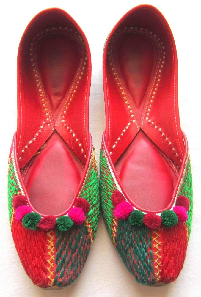 http://www.pinterest.com/pin/379991287281212105/ {hulkari jooti perfect with a traditional suit or a pair of jeans too!