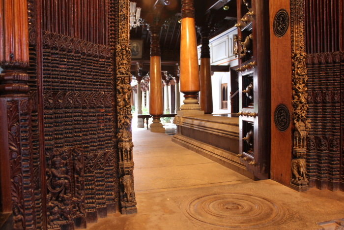 carved-door-chettinad