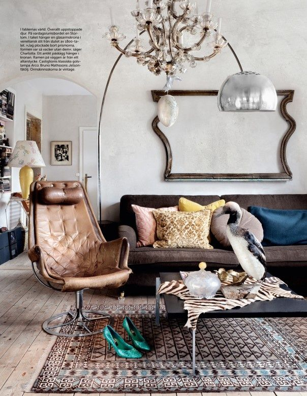 Create a statement with this overpowering yet subtle floor lamp via