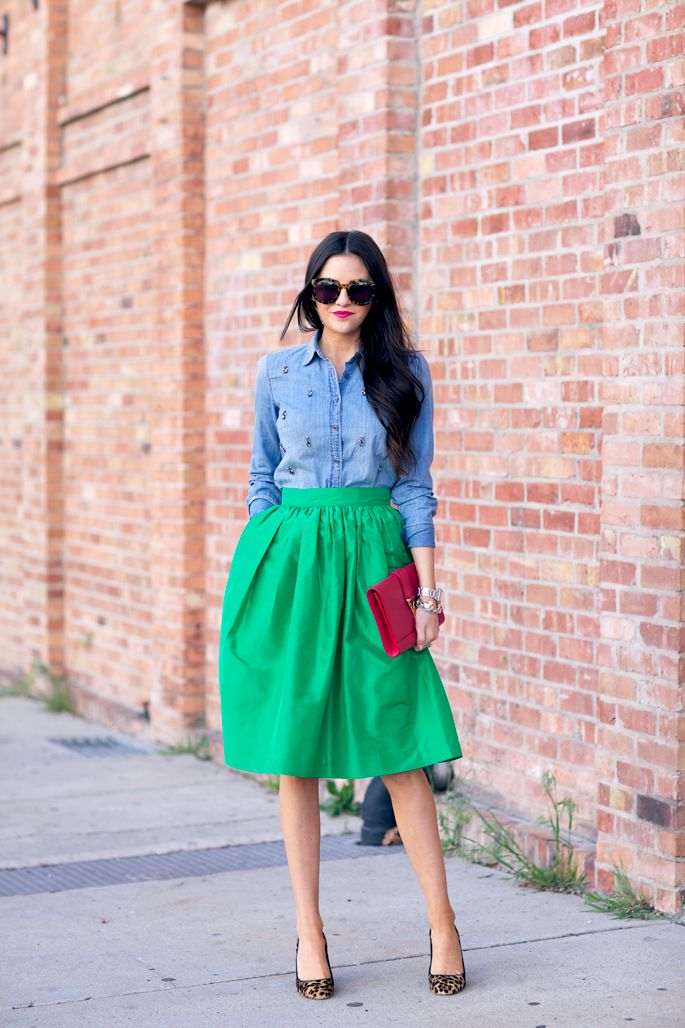 If highlighting your waist is your intention this season, then go for this look via