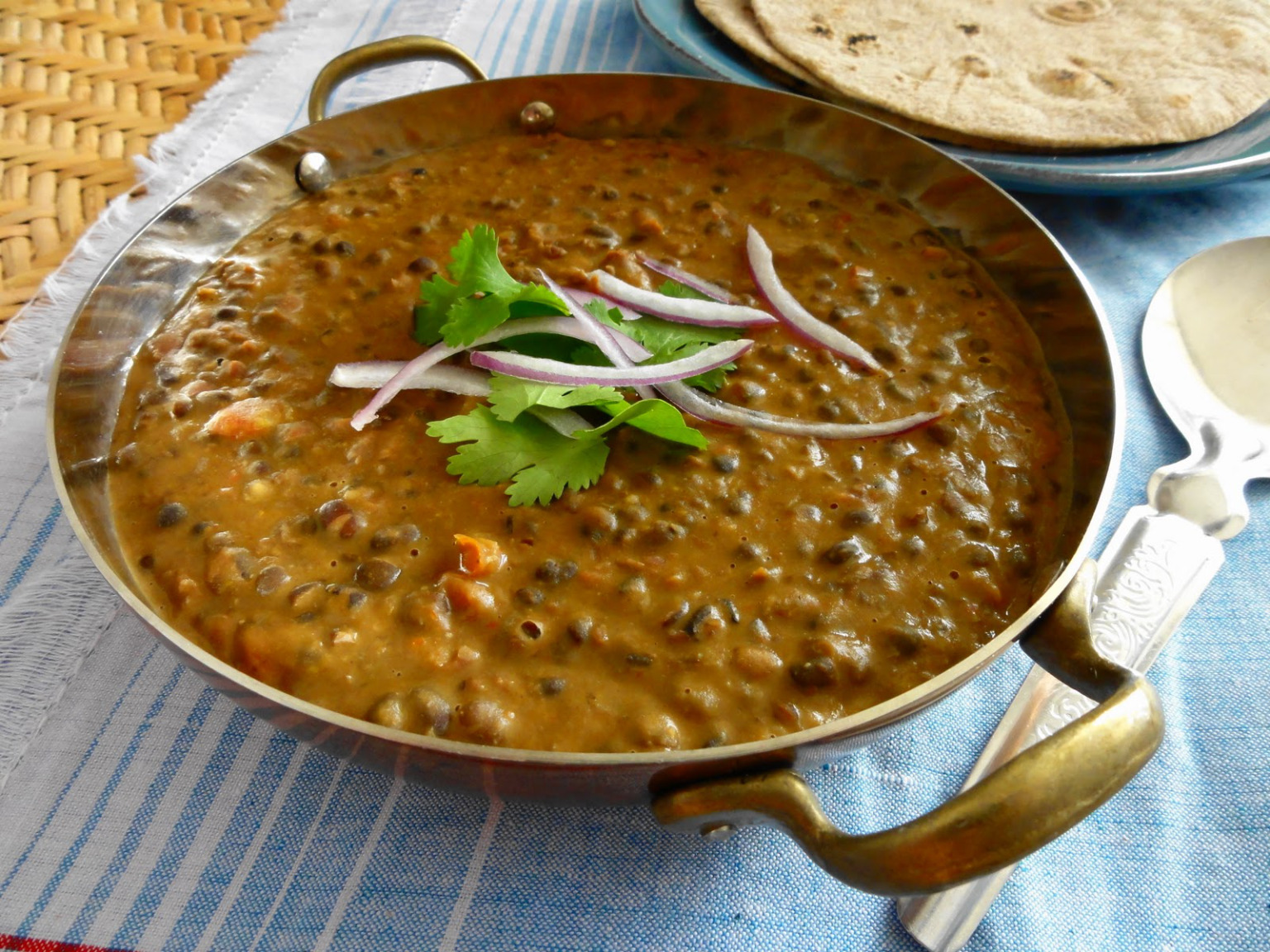 The perfect creamy 'dal makhni'...all you need is a hot 'tandoori roti' with it...via Double Horse Recipes